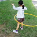 保育園のフラフープ遊び。種類、遊び方のコツやポイント